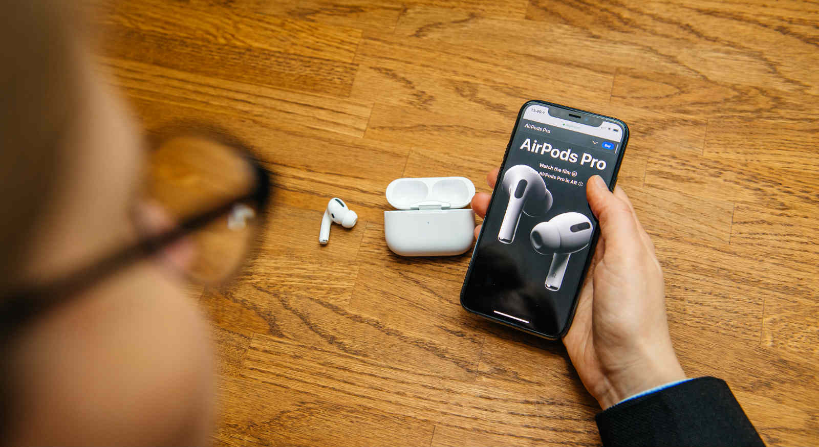 The 4 Best Clear Airpods Pro Cases Of 2019 Esr Blog