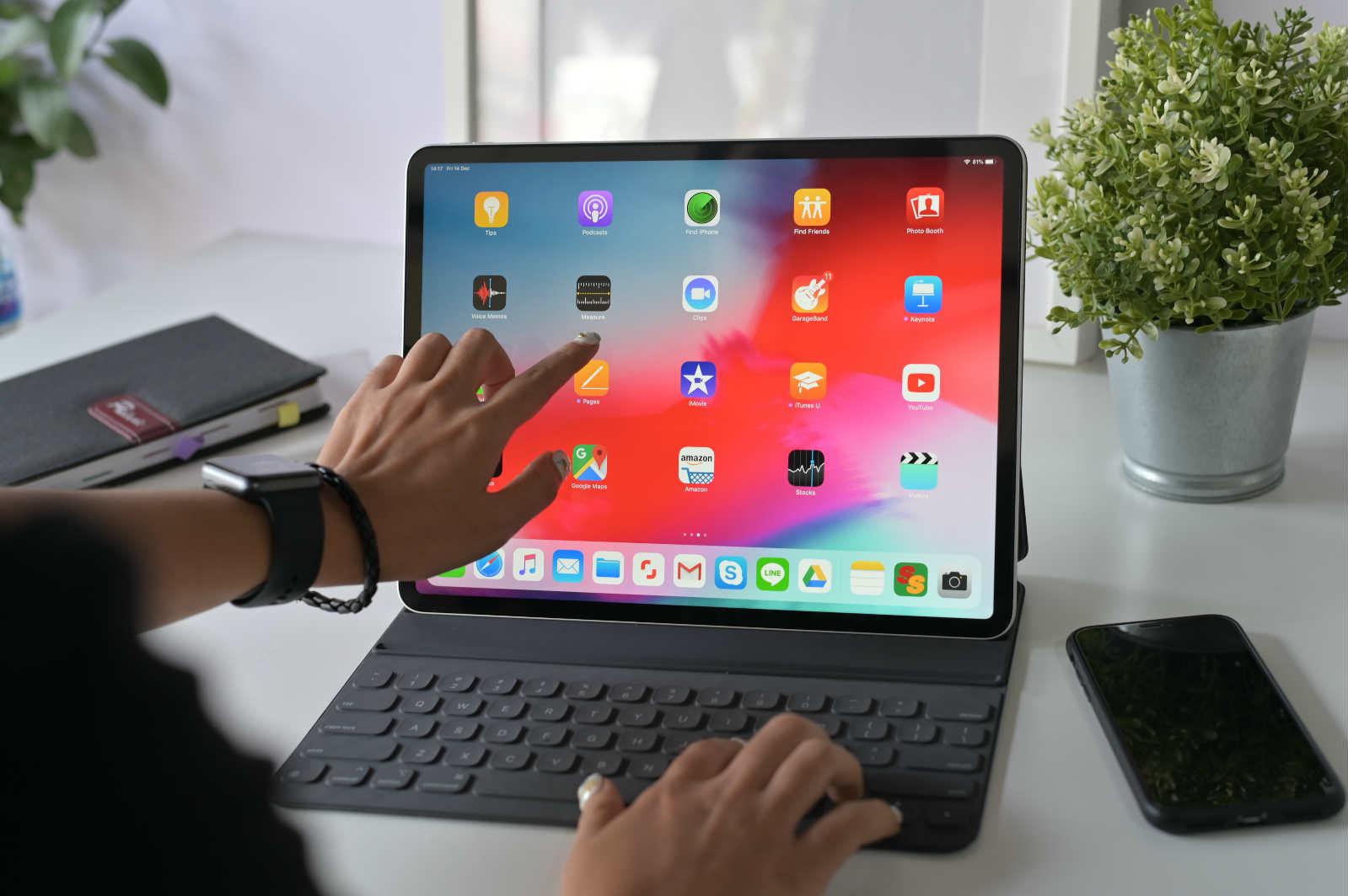 Best 12 9 Inch Ipad Pro 2020 2018 Smart Keyboard Cases Esr Blog