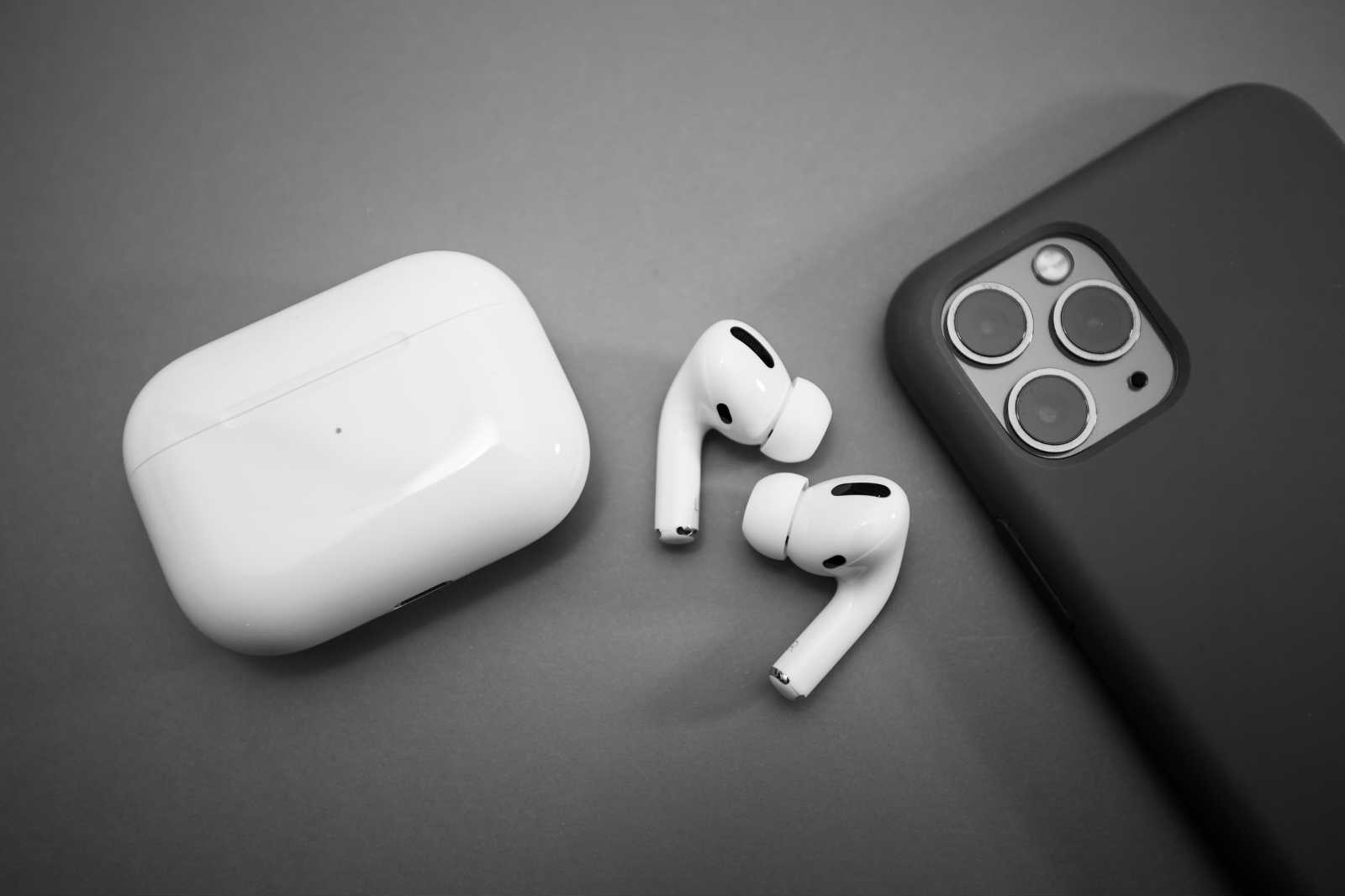 Reviews Of The Top 5 Airpods Pro Cases In 2020 Which One Is The